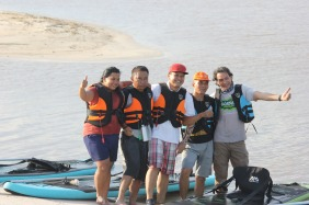 Owner Borneo Escape dan peserta paddle board